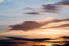 красивейший заход солнца неба 1 предпосылка заволакивает пасмурное небо Стоковые Изображения RF