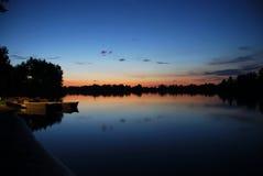 красивейший заход солнца реки ландшафта Стоковые Фотографии RF