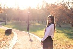 красивейший заход солнца девушки Стоковое фото RF
