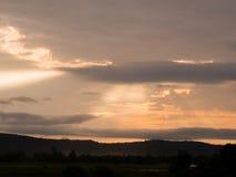 красивейший заход солнца неба заволакивает заход солнца Стоковые Изображения RF