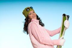 красивейший зеленый цвет катается на лыжах женщина Стоковые Фото