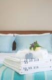 красивейший интерьер спальни стоковые изображения rf