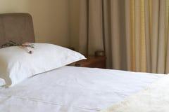 красивейший интерьер спальни стоковое изображение
