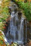 красивейший каскадируя водопад стоковые изображения rf