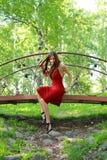 красивейший красный цвет девушки платья Стоковое Изображение