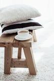 красивейший крупный план детализирует нутряной сбор винограда таблицы плиты деревянный Стоковое фото RF