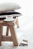 красивейший крупный план детализирует нутряной сбор винограда таблицы плиты деревянный Стоковое Изображение
