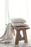 красивейший крупный план детализирует нутряной сбор винограда таблицы плиты деревянный Стоковые Фото