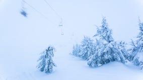 Красивейший ландшафт зимы с снежком покрыл деревья зима гор gudauri caucasus Georgia сток-видео