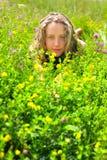 красивейший лежать трав девушки цветков Стоковые Фото