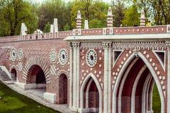 красивейший мост Россия 6-ое мая 2018 Парк Tsaritsyno стоковые изображения