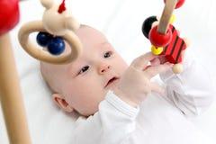 МЛАДЕНЕЦ с игрушками стоковое изображение