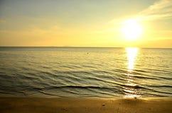 красивейший океан над заходом солнца Стоковые Фотографии RF