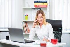 красивейший офис девушки Стоковое фото RF