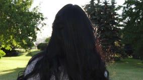красивейший парк девушки акции видеоматериалы