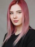 красивейший пинк волос девушки Стоковые Фотографии RF
