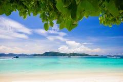 Красивейший пляж под валом Стоковые Фотографии RF
