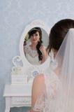 красивейший портрет невесты венчание заказа части платья Аксессуары свадьбы Стоковое Изображение