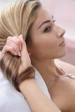 красивейший стиль причёсок Стоковая Фотография