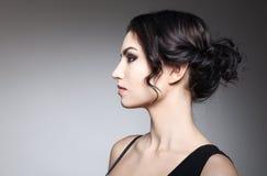 красивейший тип состава волос девушки способа брюнет Стоковое Изображение RF