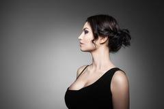 красивейший тип состава волос девушки способа брюнет Стоковая Фотография