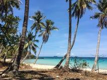 Красивейший тропический пляж с пальмами кокоса Стоковое Фото