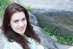 красивейший усмехаться брюнет Стоковая Фотография