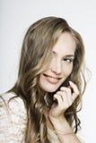красивейший усмехаться волос девушки длиной чудесный Стоковое Фото