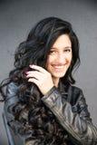 красивейший усмехаться девушки брюнет Стоковые Фотографии RF