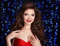 красивейший усмехаться девушки состав hairstyle Счастливое брюнет с r Стоковые Фото