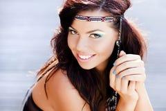 Красивейший усмехаться женщины hippie естественный Стоковое Изображение