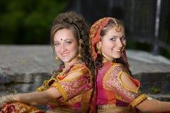 красивейший усмехаться индейца девушок платья традиционный Стоковая Фотография