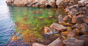 Красивейший утесистый пляж Стоковое фото RF