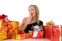 красивейший цветастый сярприз взглядов девушки подарков Стоковые Изображения RF