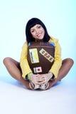 красивейший чемодан брюнет Стоковые Фотографии RF