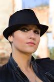 красивейший черный шлем девушки стоковые фотографии rf