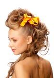 красивейший шикарный стиль причёсок девушки Стоковое Изображение RF