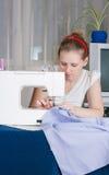 красивейший шить девушки Стоковое фото RF
