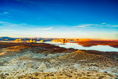 красивейший шлюпок заход солнца powell порта ландшафта озера сказово стоковая фотография rf
