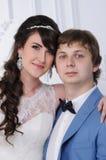 красивейшими изолированная парами белизна портрета венчание заказа части платья Аксессуары свадьбы Стоковые Изображения