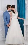 красивейшими изолированная парами белизна портрета венчание заказа части платья Аксессуары свадьбы Стоковое Фото