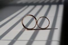 2 красивейших золотистых кольца Стоковые Фото