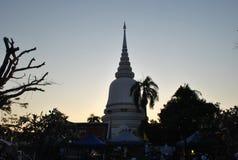 Красивое белое Stupa в виске Бангкоке Таиланде Wat PhraSri Стоковая Фотография