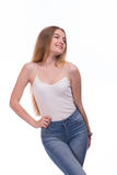 Красивое белокурое положение молодой женщины На белой предпосылке Стоковая Фотография