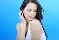 Красивое брюнет девушки с длинними волосами Стоковое фото RF