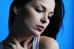 Красивое брюнет девушки с длинними волосами Стоковые Фотографии RF