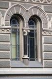 Красивое винтажное окно в классическом стиле стоковая фотография