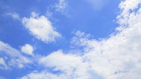 Красивое голубое небо заволакивает предпосылка 4K ультра HD-Дэн промежутка времени Cloudscape видеоматериал