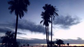 Красивое голубое небо серебристое с облаками, приходит покрыть ночу Стоковые Изображения