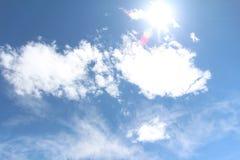 Красивое голубое небо с солнечным светом Стоковое Изображение